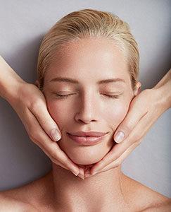 массаж лица в центре косметологии космед